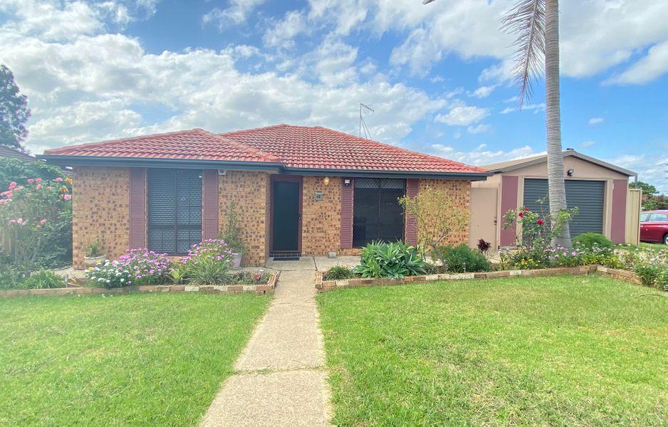 45 Lorenzo Crescent, Rosemeadow, NSW 2560