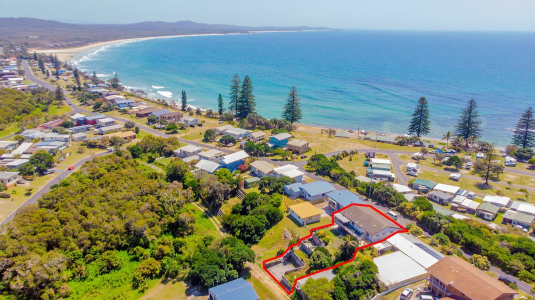136 Ocean Road, Brooms Head, NSW 2463