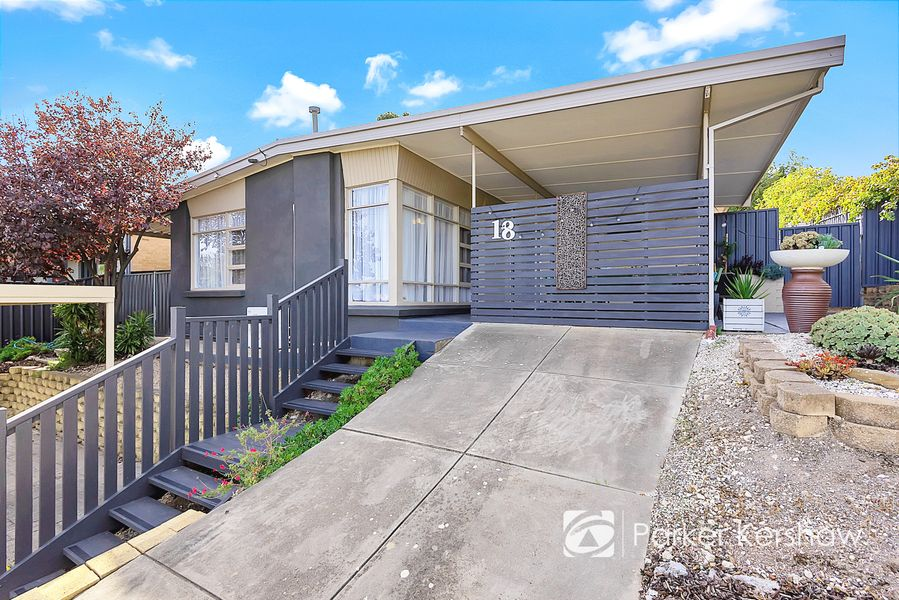 18 Flinders Drive, Valley View, SA 5093