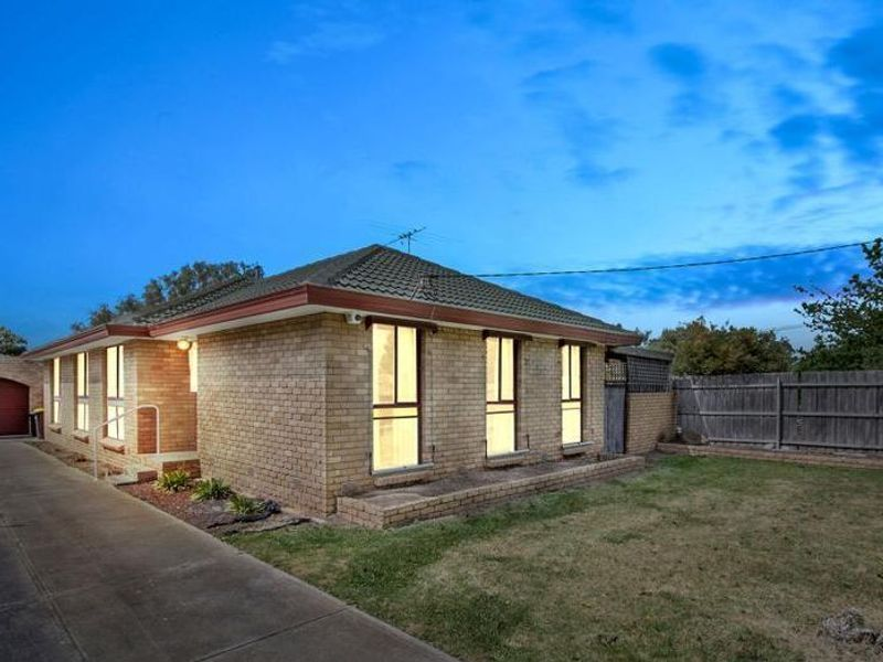48 Coburns Road, Melton South, VIC 3338