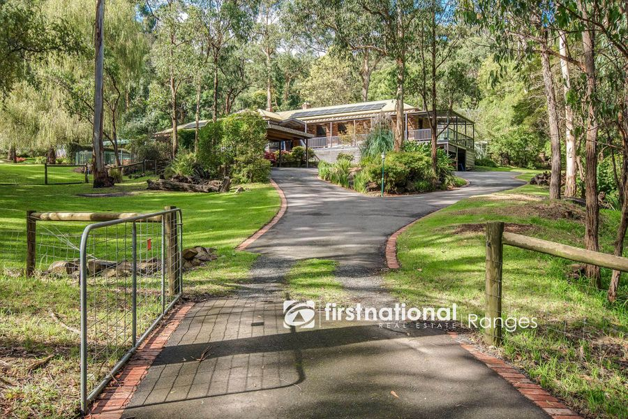 8 Charles Street, Selby, VIC 3159