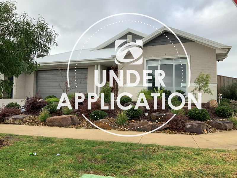2 Toorale Drive, Clyde North, VIC 3978