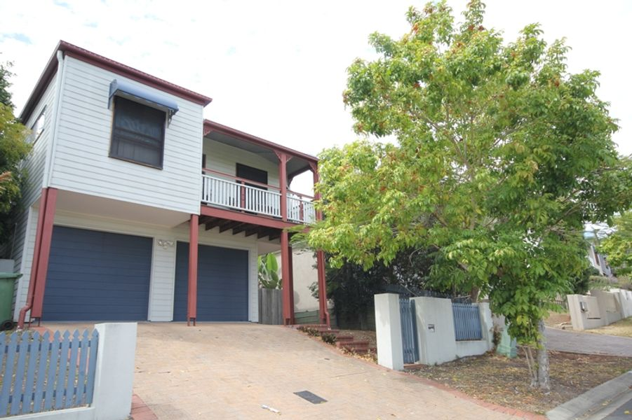 17 Hilltop Terrace, Springfield Lakes, QLD 4300