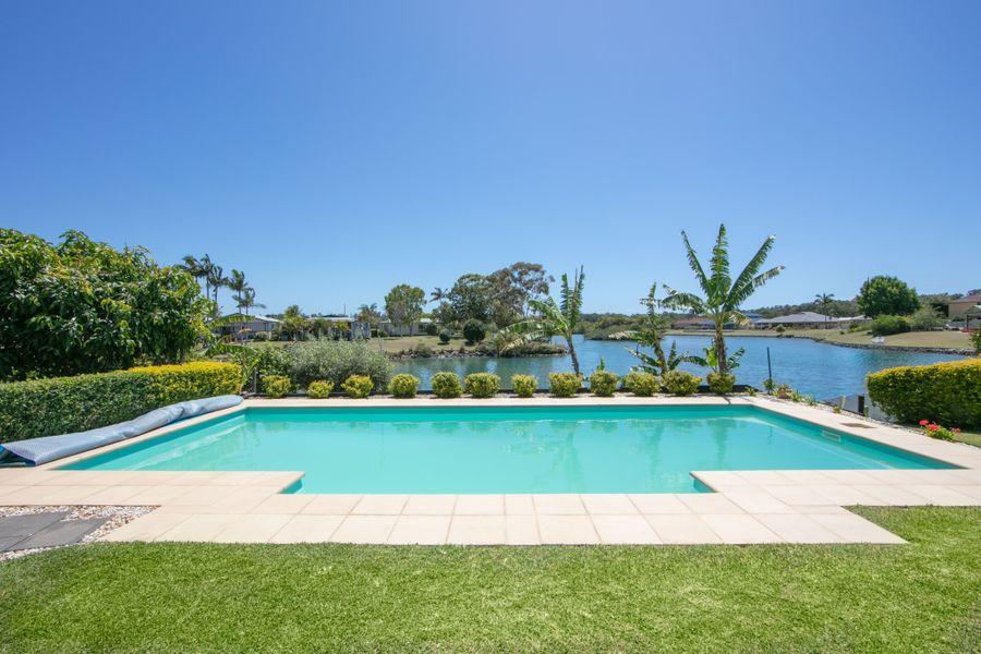 10 Newport Island Circuit, Yamba, NSW 2464