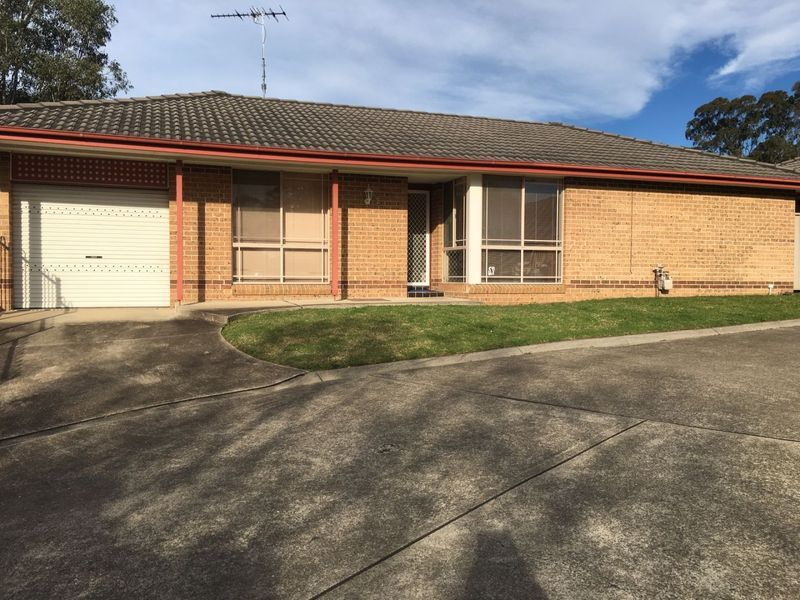 2/4 Westmoreland Road, Minto, NSW 2566