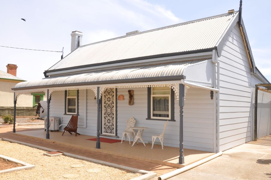 17 Fifth St, Morgan, SA 5320