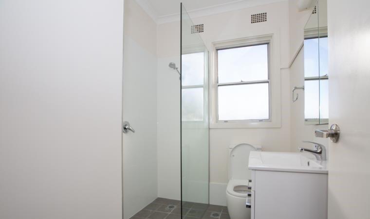 43 Patricia Bathroom