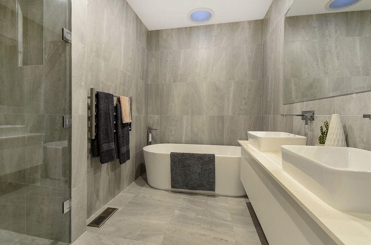 3 Drury bathroom