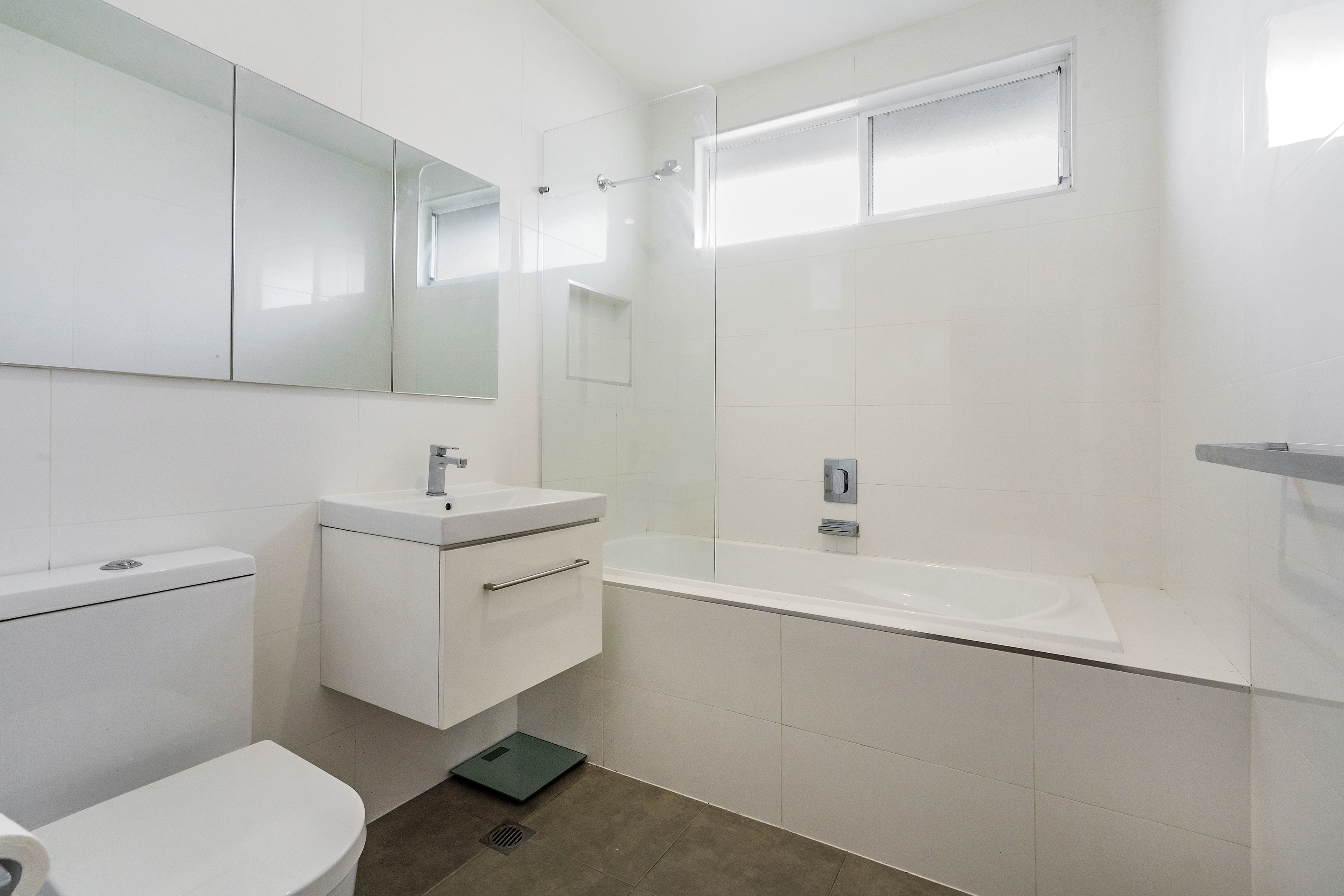 Bathroom 25 Margaret St Belmont North