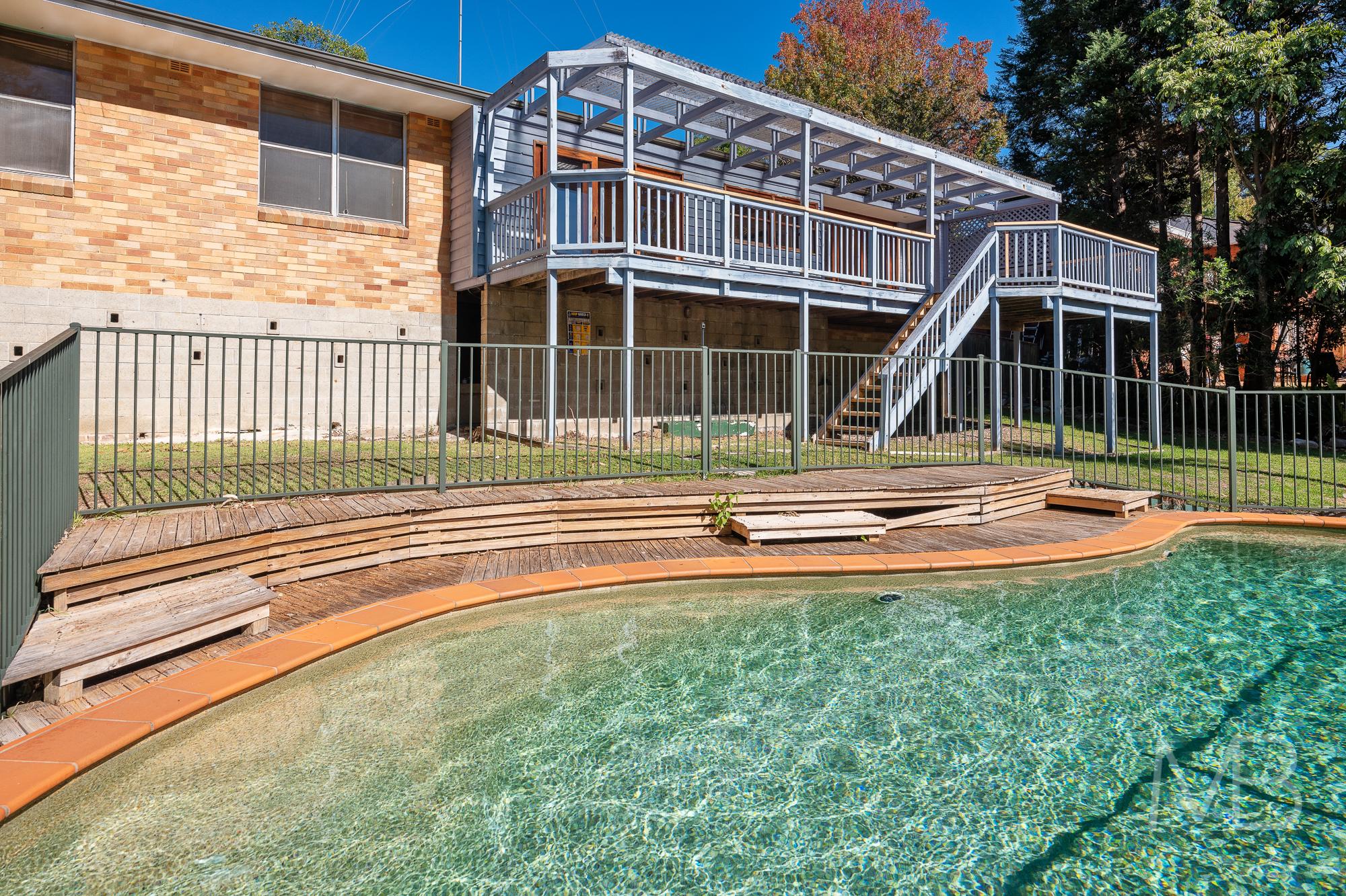 10 Burraneer Avenue, St Ives, NSW 2075