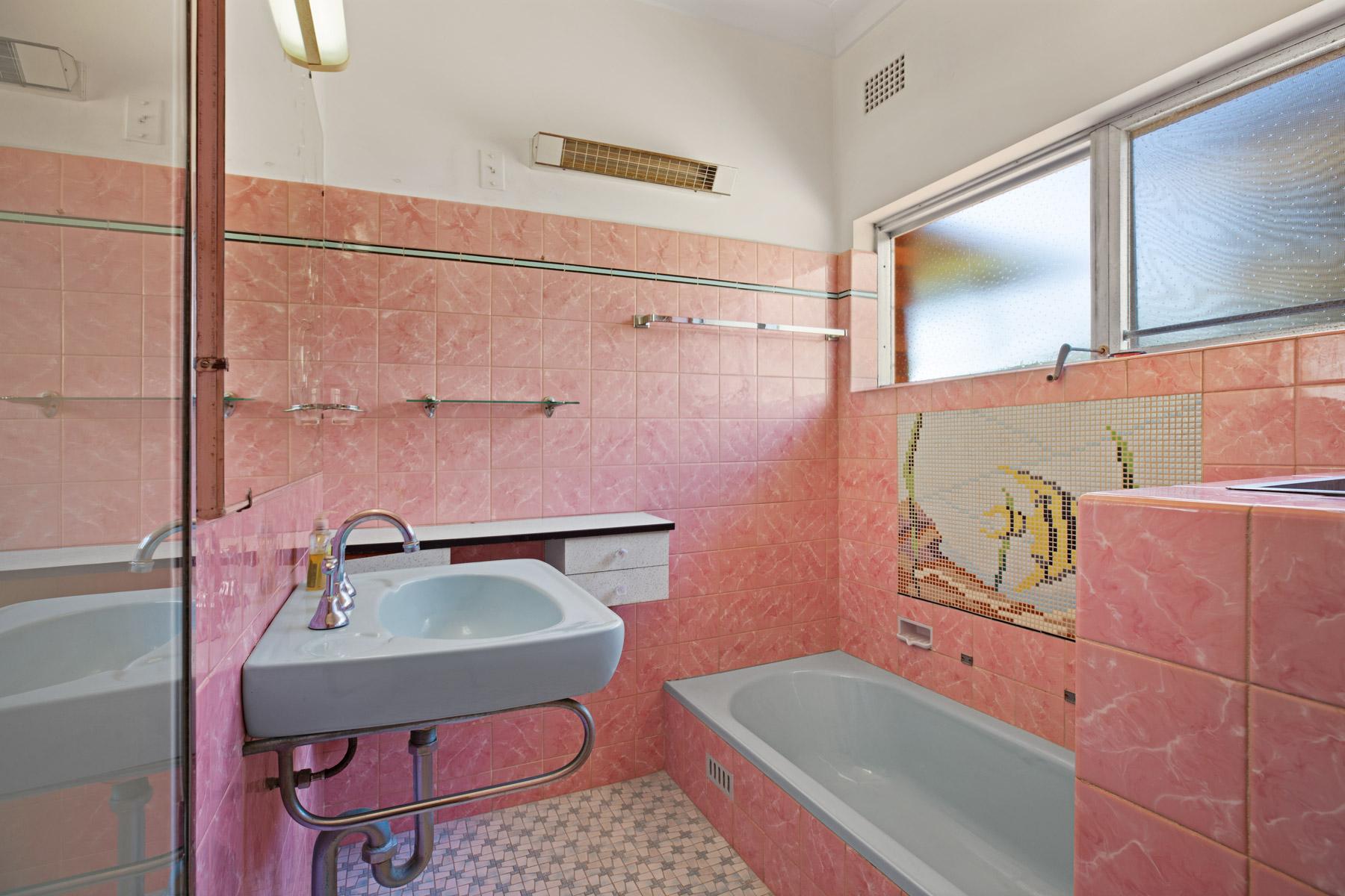 Bathroom 2 of 13 Walter St Belmont