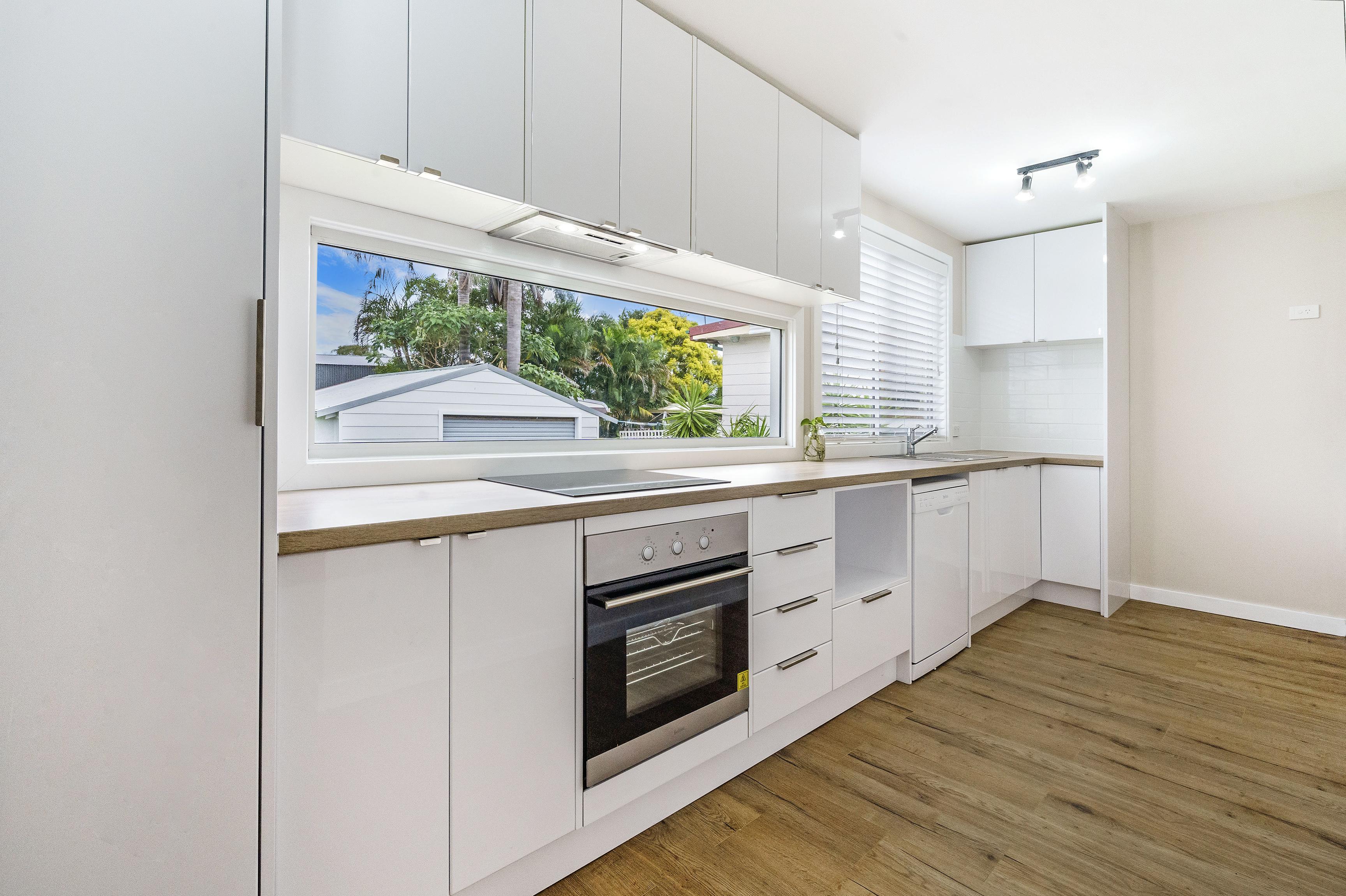 25 Margaret St Belmont North kitchen