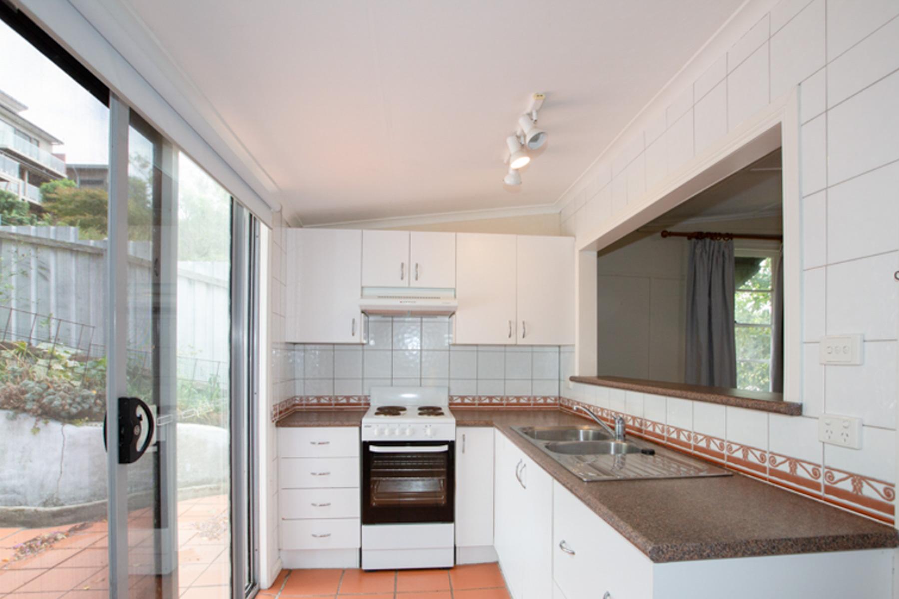 Kitchen 23 Frederick St Dudley