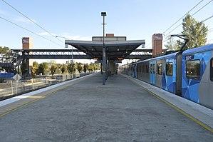 300px Watergardens station platforms